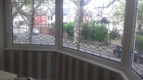 Wallpaper bedroom stripes 4